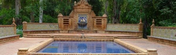 Reintegración de azulejos en la fuente de la Glorieta Hermanos Álvarez Quintero del Parque de María Luisa. Sevilla
