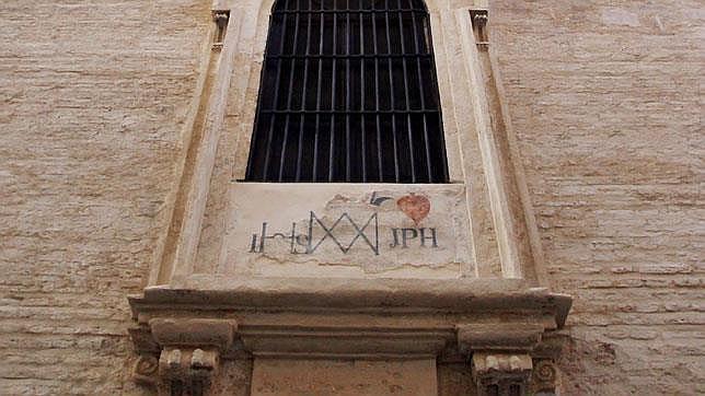 Sevilla desconocida: ¿A qué edificio pertenece esta sobria fachada de ladrillos?