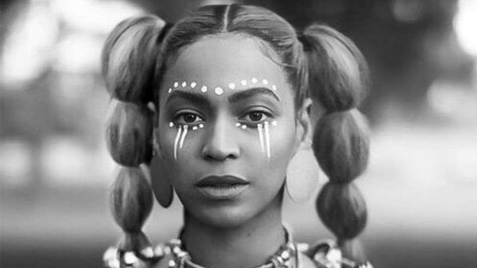 lemonade-2016-002-beyonce-with-face-paint-black-and-white