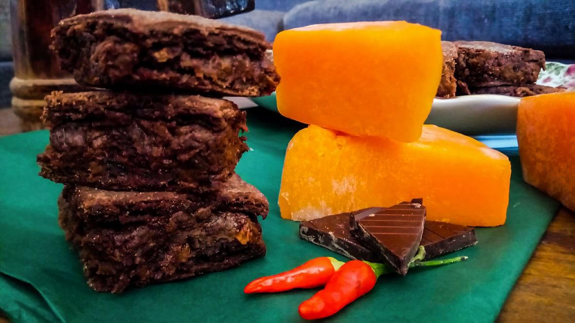 You are currently viewing Κολοκυθόπιτα με καυτερή σοκολάτα και ζύμη από κακάο, γράφει η Γιάννα