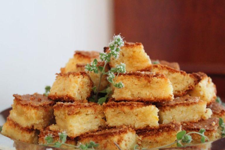 Read more about the article Η σκεπαστή – ξεσκέπαστη γλυκιά τυροπιτούλα της Αγγελικής Βίδου, γράφει η Γιάννα