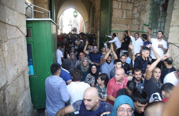 لحظة الدخول إلى المسجد الأقصى من باب حطّة، 2017 (تصوير: مصطفى الخاروف)