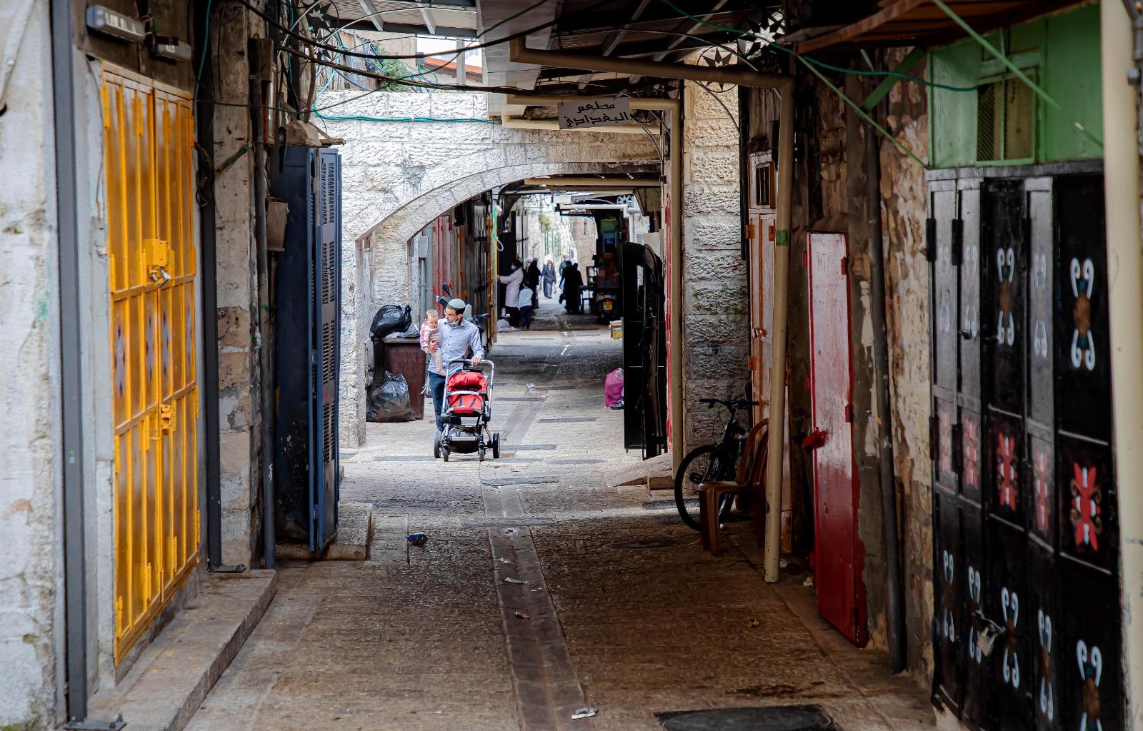 """غارات """"مدنيّة"""" في القُدس: تكتيك إسرائيليّ لقمع أهالي باب حُطّة"""