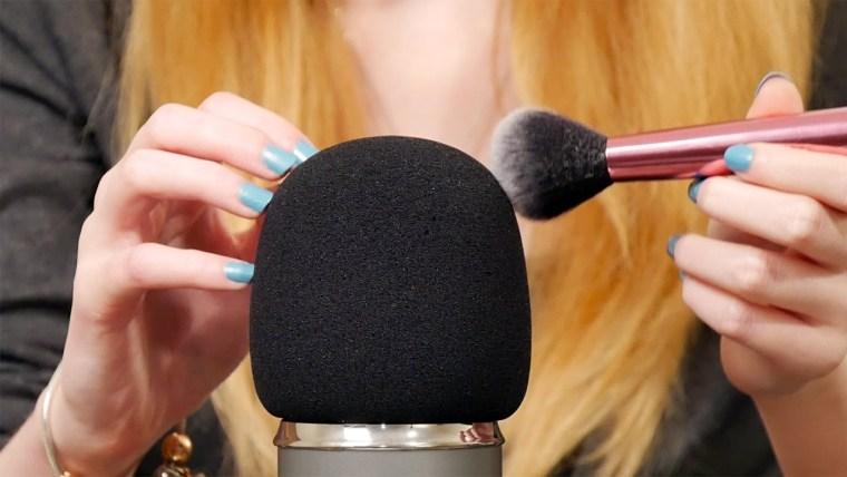 ASMR: El gran negocio de hacer sonidos suaves
