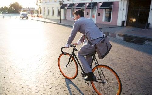 Sigamos manejando bicicleta, ¡Por favor!