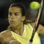 Mauresmo crushed in opener