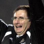 Magpies edge through on penalties