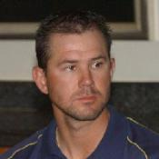 Ponting closes in on record