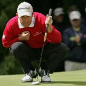 Harrington stays in contention