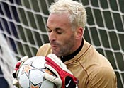 Angry Lehmann can't scare Almunia