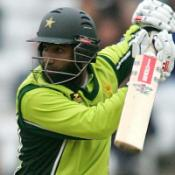 Yousuf leads Pakistan to victory