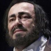 Widow collects opera singer's award