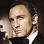 Craig slices off fingertip in Bond curse