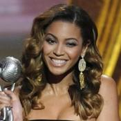 Beyonce and Jennifer bag Image awards