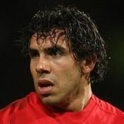 United move closer to title