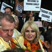 Lumley gets hero's welcome in Nepal