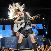 Taylor Swift to re-release Fearless