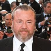 Ray Winstone visits the troops