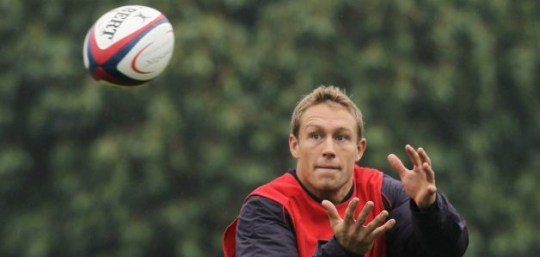 Jonny Wilkinson stretches for the ball during the England training session
