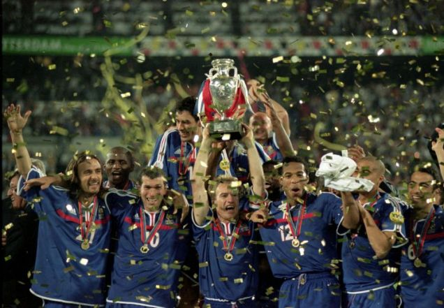 France celebrate after winning the 2000 European Championships