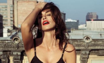 Cindy Crawford admits she's looking hot for 43