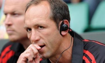 Venter offers rare praise for referees