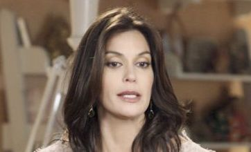 Teri Hatcher turns sexy temptress in Desperate Housewives