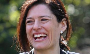 Clegg's wife breaks elbow in fall
