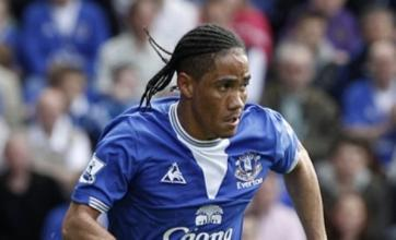 Everton's Steven Pienaar 'a target for Manchester United'