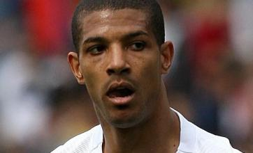 Jermaine Beckford completes move to Everton