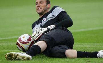 Schwarzer plays down Arsenal link