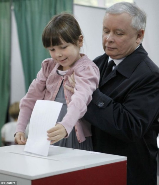 Jaroslaw Kaczynski and Ewa, the granddaughter of his late twin, at a polling station in Warsaw