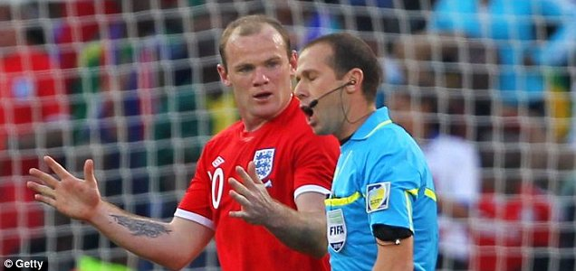 Wayne Rooney argues with Mauricio Espinosa over Frank Lampard's 'goal' against Germany