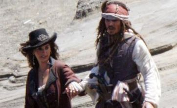 Penelope Cruz seduces Johnny Depp on Pirates Of The Caribbean set