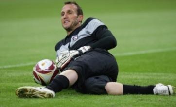 Fulham's Mark Schwarzer requests transfer