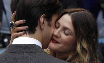Drew Barrymore and Justin Long are all over each other at Going The Distance premiere