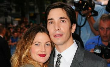 Drew Barrymore and Justin Long jump on a London bus with their fans