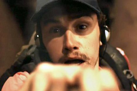 James Franco cuts off his own arm in 127 hours