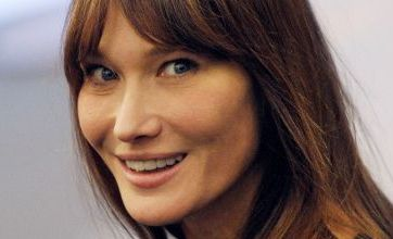 Mahmoud Ahmadinejad: Carla Bruni is no prostitute