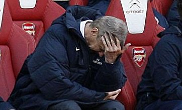 Arsene Wenger: I'll keep faith with Manuel Almunia despite horror show