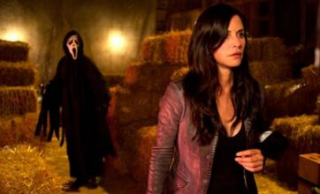 Courteney Cox gets ready for action in Scream 4
