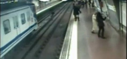 Puerta del Angel rescue: Drunken man saved from oncoming train