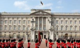 Student fee protesters were arrested trying to enter Buckingham Palace (PA)