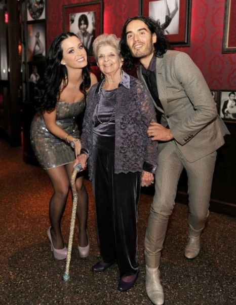 Katy Perry and Russell Brand pose with the singer's grandmother Ann Hudson (Photo: WireImage)