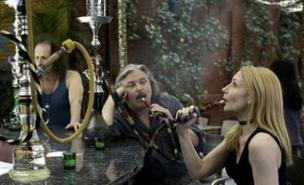 Patricia Clarkson  shows the shisha culture in Whatever Works (Allstar)
