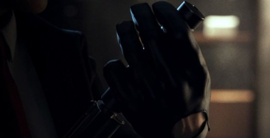 The Hitman 5 screenshot: smell the glove