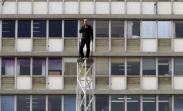 Hezi Dean aiming for 35-hour tower stand to break David Blaine record