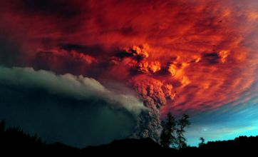 Thousands of Chileans flee homes after Puyehue volcano eruption