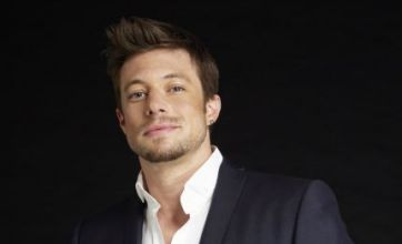 Duncan James flashes Blue undies in saucy iPhone photos