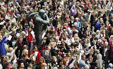 More than 150,000 gather in Oslo for 'Rose March' to remember 76 victims